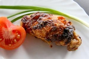 Pildīts vistas giross ar sieru un tomātiem
